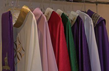 10 dicas de paramentos que você não pode deixar faltar na sacristia